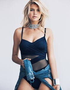 Kelly Rohrbach nue - 322 photos - 0 vidéos - 1 news Kelly Rohrbach, Pin Up, Latest Outfits, Hot Blondes, Female Form, Fashion Photo, Spring Summer Fashion, Muse, Camisole Top