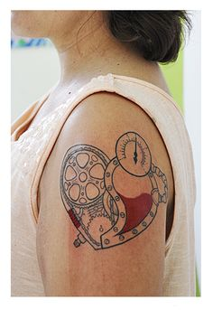 """""""This is my second tattoo and yes, she this complete! I wanted to make it as an icon therefore this cartoon trace. The meaning of it is that all heart is a revolutionary cell. So  gears and mechanical elements (which refer to the industrial revolution). I've devised a draft of the design and the great tattooist Sosthenes Lopes (Campina Grande, Paraíba, Brazil) concluded."""""""