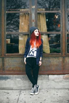 normally dont like pants like those, but the whole outfit looks really nice on her. Lua P. Of Le Happy Estilo Hipster, Estilo Grunge, Punk Fashion, Grunge Fashion, Fashion Outfits, Street Fashion, Sweet 16 Outfits, Cute Outfits, Winter Outfits For Work