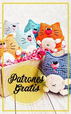 Diseñador: Alla Miasoiedova Instagram: @ miasoiedova.toys Necesitará: Hilados Hilados de Art Jeans (55% algodón, 45% acrílico, 50 g / 160 m) Ganchillo de 1.5 mm YarnArt IRIS hilo para bordar nariz Cuentas de 3 mm para ojos Hilo para coser ojos Hilo de bordar para cejas y bigotes Aguja de coser y tijeras Relleno de … Crochet Patterns, Crochet Hats, Dolls, Knitting, Amigurumi Free, Diy, Key Hangers, Baby Dolls, Crochet Pig
