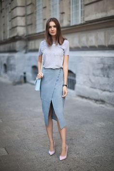 Wrap skirt with simple t-shirt and heels #workwear #wearittotheoffice