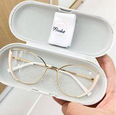 Clear Glasses Frames Women, Glasses Frames Trendy, Glasses Trends, Fashion Eye Glasses, New Glasses, Sunglasses, Outfits, Style, Glasses Face Shape