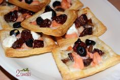 Minitarty francuskie z pieczarkami, łososiem i pomidorami suszonymi