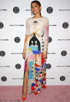 Zendaya Coleman Print Dress - Zendaya Coleman looked like a walking work of art in this printed maxi dress by Akris at Beautycon Festival NYC Zendaya Outfits, Zendaya Style, Chic Outfits, Fashion Outfits, Fashion Trends, Fashion Lookbook, Adidas Superstar, Beautycon, Look Fashion