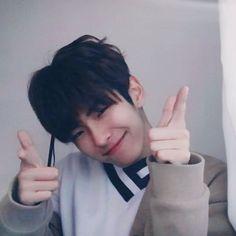 촬영 끝났다!(둥실둥실) Hot Korean Guys, Korean Boys Ulzzang, Cute Asian Guys, Cute Korean Boys, Korean Couple, Ulzzang Couple, Ulzzang Boy, Korean Men, Asian Boys