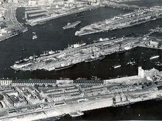 Luchtfoto uit 1948 van Katendrecht, de Wilhelminapier en het Noordereiland.