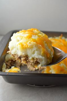 Need to use up some canned tuna? This Tuna Shepherd's pie is a quick and easy recipe to do so! Tuna Fish Recipes, Canned Tuna Recipes, Easy Pie Recipes, Seafood Recipes, Cooking Recipes, Savoury Recipes, Meal Recipes, Brunch Recipes, Yummy Recipes