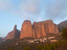 Mallos de Riglos (Huesca), lugar de encuentro para escaladores.