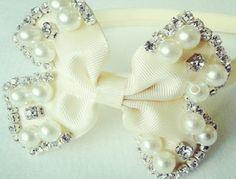 Tiara de luxo bordada para sua princesa. <br> <br>Aceitamos encomenda em outras cores, consulte!