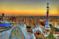 Golden sunset shining over Barcelona ✨ One of my fave cities!!  Pic by Unknown #naturalplease#tourism#wanderlust#travel#traveling#instatraveling#turismo#viagem#travelgram#vacation#photooftheday#picoftheday#life#sky#awesome#amazing#park#catalunya#gaudi#europa#europe#sunset#sunsetlovers#panorama#landscape#view#destination#barcelona#spain#españa