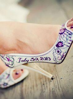 Eres creativa? Tienes un amigo artista? Personaliza tus zapatos de boda! http://ideasparatuboda.wix.com/planeatuboda #weding #boda #mariage