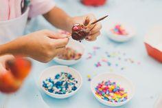 #fotografiadefamilia #festacolorida #party #children #kids #decor #cores #colors #kidsparty #birthday #aniversario #rj #fotografia #ensaio #família #bebê #baby #family #fotografa #infantil #mãe #bebê #mom #baby #newborn #lifestyle #alegria #luz #amor #decor #decoração #design #flowers #cake #bolo #chocolate #doces #sweet #morango #strawberry #confete #m&ms