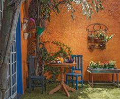 A parte do fundo das casas abaixo não só abriga muito verde como deixa as casas repletas de muito charme Simple Garden Designs, Small Garden Design, Garden Boxes, Garden Planters, Jardim Natural, Big Garden, Natural Garden, Amazing Gardens, Backyard Landscaping