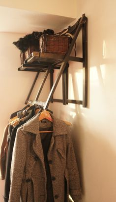 Coat rack made of wooden folding chairs mounted high on a wall. Old Chairs, Eames Chairs, Desk Chairs, Dining Chair, Swing Chairs, White Chairs, Barber Chair Vintage, Wooden Folding Chairs, Crates