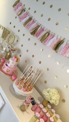 Pink & Gold minnie mouse birthday cake. Minnie Mouse cake pops Gold Mason jars and Hydrangeas, Minnie rice crispy