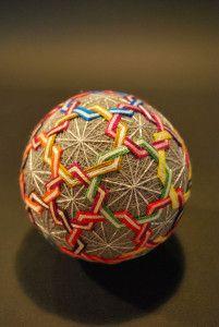 45-balles-de-soie-multicolores-realisees-par-une-grand-mere-de-92-ans32