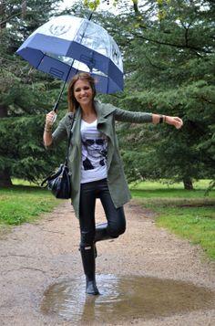 Spanish actress Paula Echevarria wearing Hunter Boots and umbrella.