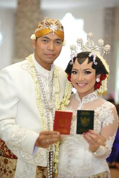Finally, we are officially and legally mention as a husband and wife #husband #wife #weddingceremony #traditional #traditionalwedding #javanese #javanesewedding #indonesia #indonesiawedding #paesjogja