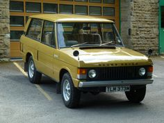 TLM 373M - 1973 Range Rover - 2 Door Classic - Bahama Gold - Land Rover Centre