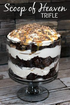 This Scoop of Heaven Trifle has rich Devil&amp s Food cake, smooth whipped cream, sweet caramel, and crunchy toffee.the perfect dessert! Dessert Simple, Layered Desserts, Easy Desserts, Sweet Desserts, Chocolate Trifle Desserts, Dessert Trifles, Trifle Bowl Desserts, Oreo Brownie Trifle, Chocolate Triffle Recipe
