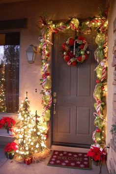 There are quite a lot of Christmas door adorning ideas for every house. No matter subject or model you've gotten at house, there are two or three extraordinary Christmas door adorning ideas for you. Front Door Christmas Decorations, Christmas Front Doors, Decorating With Christmas Lights, Christmas Porch, Noel Christmas, Porch Decorating, Decorating Ideas, Decor Ideas, Christmas Ideas