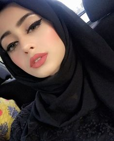 brave girl and beautiful Beautiful Muslim Women, Beautiful Girl Image, Beautiful Hijab, Mode Abaya, Mode Hijab, Hijab Dp, Arab Girls Hijab, Muslim Girls, Hijabi Girl