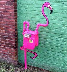 The Chic Technique: Creative Pink Flamingo House Meter by Tom Bob Flamingo Art, Pink Flamingos, Flamingo Garden, Street Art Graffiti, Public Art, Yard Art, Urban Art, Kitsch, Cool Art
