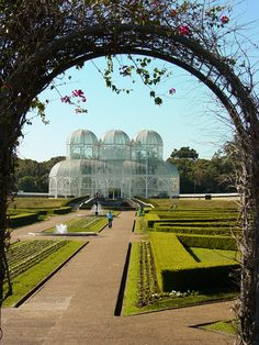 http://upload.wikimedia.org/wikipedia/commons/d/dc/Botanical_Gardens_-_Curitiba_-_Brazil.jpg