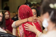 Indian wedding guests saying good bye to the newlyweds https://www.maharaniweddings.com/gallery/photo/149495