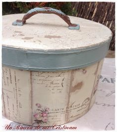 Caja estilo romántico y vintage Home Crafts, Diy And Crafts, Modern Bohemian Decor, Primitive Painting, Shabby Chic Crafts, Hat Boxes, Vintage Box, Dose, Diy Projects To Try