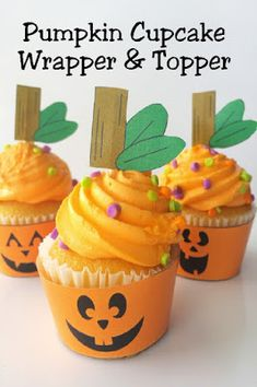 Turn plain cupcakes into a smiling treat with these cute Halloween pumpkin cupcake wrappers and toppers. You can print and wrap these around your Halloween cupcakes for a quick and easy treat today. Handmade Halloween Costumes, Easy Halloween Food, Halloween Cupcakes, Cute Halloween, Halloween Pumpkins, Halloween Ideas, Diy New Years Party, Diy Party, Party Ideas