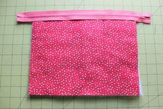 Zipper Pouch Tutorial - Peek-a-Boo Pages - Patterns, Fabric & More! Small Sewing Projects, Sewing Projects For Beginners, Sewing Hacks, Sewing Tutorials, Bag Patterns To Sew, Sewing Patterns, Zip Pouch Tutorial, Peek A Boo, Diy Bags Purses