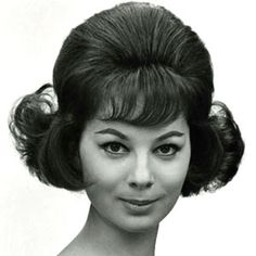 Frisuren gestern und heute A look at women's hairstyles, from beehives and bouffants to long l 1960 Hairstyles, Beehive Hairstyles, Vintage Hairstyles, Prom Hairstyles, Bad Hair, Hair Day, Hair And Makeup Artist, Hair Makeup, Pelo Retro