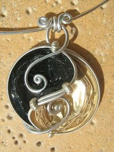 """Pendentif en capsules de café Nespresso """"yin et yang"""" - Le blog berryssime de Colette Lagoutte"""