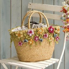 Customised Straw Tote Bag with Crochet Flowers & Leaves . Crochet Handbags, Crochet Purses, Crochet Bags, Love Crochet, Crochet Flowers, Knit Crochet, Beautiful Crochet, Crochet Shell Stitch, Flower Bag