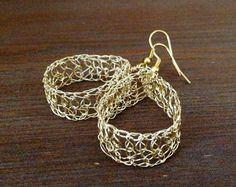 Pendientes de perlas de oro. Punto de alambre hecha a por ByDrora                                                                                                                                                                                 Más