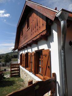 oromfal Dom, Countryside, Tiny House, Rustic, House Styles, Home Decor, Sodas, Cabin, Homemade Home Decor