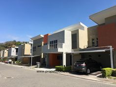 SE VENDE - Casa tipo townhouse contemporáneo, Pozos, Santa Ana.  EB-AO4316