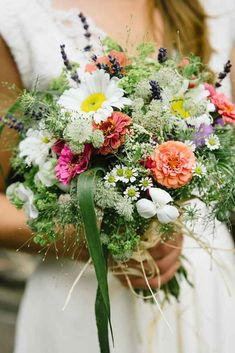 stunning alternative summer bouquets claire morgan photo