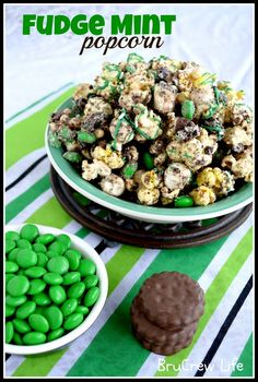Fudge Mint Popcorn - chocolate covered popcorn with mint cookies and candies www.insidebrucrewlife.com   8 cups popped popcorn   1 cups miniature marshmallows   3/4 cup chocolate candies, divided   1 1/2 cups fudge mint cookies, chopped & divided   1 1/2 cups white chocolate chips   1 teaspoon shortening   1/4 cup green candy melts (Wilton)   3 Tablespoons sprinkles  Read more at http://insidebrucrewlife.com/2012/03/fudge-mint-popcorn/#FcOXLu0ifKXT1czi.99