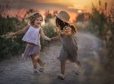 This is freakin adorable Cute Kids, Cute Babies, Family Photography, Portrait Photography, Children Photography Poses, Toddler Photography, Kind Photo, Sister Pictures, Jolie Photo