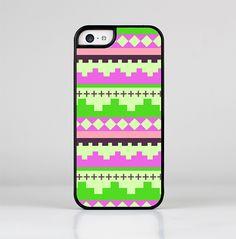 The Lime Green & Pink Tribal Ethic Geometric Pattern Skin-Sert for the Apple iPhone 5c Skin-Sert Case