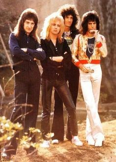 ❤️ QUEEN ~ John Deacon~Bass, Roger Taylor~Percussion, Brian May~Guitar and Freddie Mercury~Lead Vocals, Piano ❤️ Glam Rock Fashion, 70s Glam Rock, Fashion Fashion, Queen Freddie Mercury, John Deacon, Brian May, Queen Banda, Fred Mercury, Bowie
