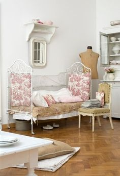I Heart Shabby Chic: Perfect Shabby Chic Vintage design Room decor Shabby Chic Mode, Style Shabby Chic, Shabby Chic Decor, Rustic Decor, Bedroom Vintage, Shabby Vintage, Vintage Decor, Nordic Interior, Home Interior