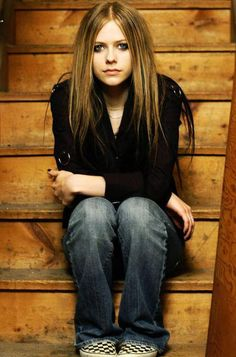 avril lavigne RAH! one of her old pics. Loved her so much back then.