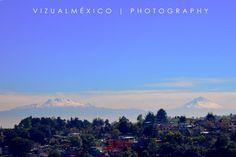 El #Iztaccíhuatl y el #Popocatépetl nos saludan este #findesemana 16 de #enero del #2016 desde la carretera.