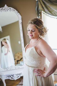 I love the bridal suite at the Bow Valley Ranche Restaurant! By Calgary wedding photographers Anna Michalska Photography Calgary Wedding Venues, Outdoor Wedding Venues, Quirky Wedding Dress, Wedding Dresses, Restaurant Wedding, Offbeat Bride, Nontraditional Wedding, Bridal Suite, Wedding Portraits