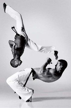 Capoeira, The once secret Brazilian Martial Art, combined with. Informations About Capoeira, The o Parkour, Taekwondo, Jiu Jitsu, Karate, Action Posen, Lois Greenfield, Brazilian Martial Arts, Fighting Poses, Mma Fighting
