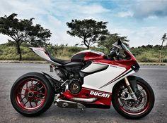 Customized Ducati Rate it Super Bikes, Chevrolet Silverado, Amazing Cars, Ducati, Custom Cars, Lamborghini, Dream Cars, Super Cars, Motorcycle