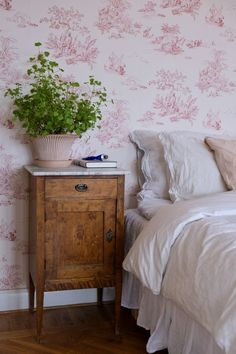 Beddinge, English Country Style, English Countryside, Cozy Place, White Bedroom, Decorating Blogs, Elle Decor, Apartment Living, Decoration